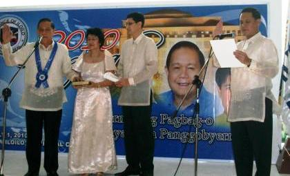 Defensor takes oath as Governor in 2010.